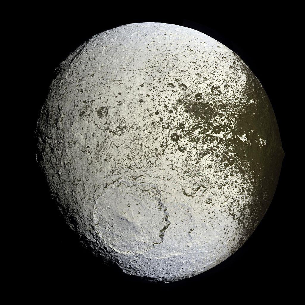 Saturn's moon Iapetus