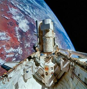 Astro-2 payload aboard space shuttle Endeavours