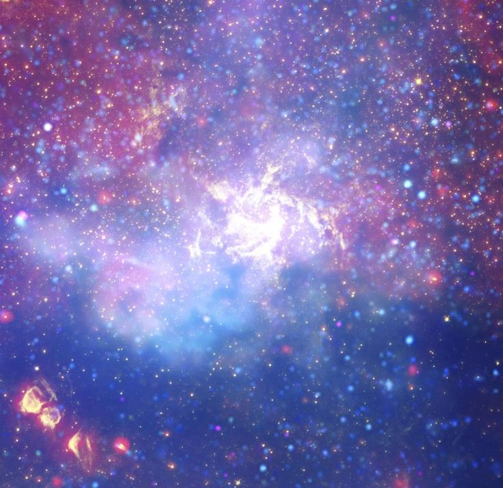 A swirl of stars at the center of the Milky Way contains a supermassive black hole