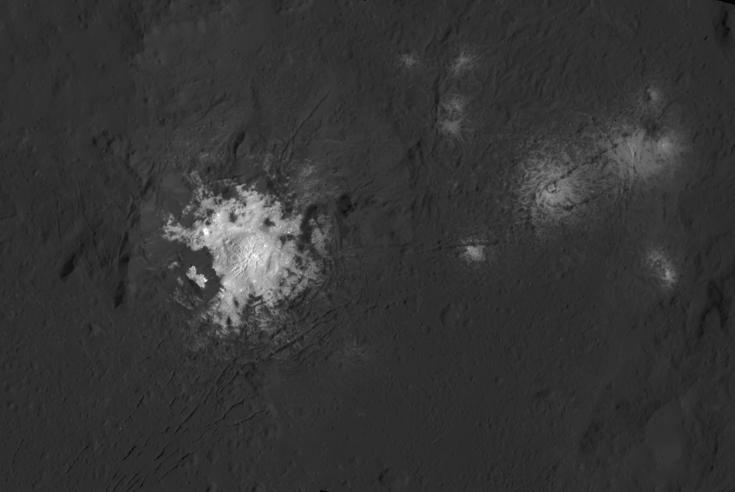 Dawn image of bright deposits on Ceres