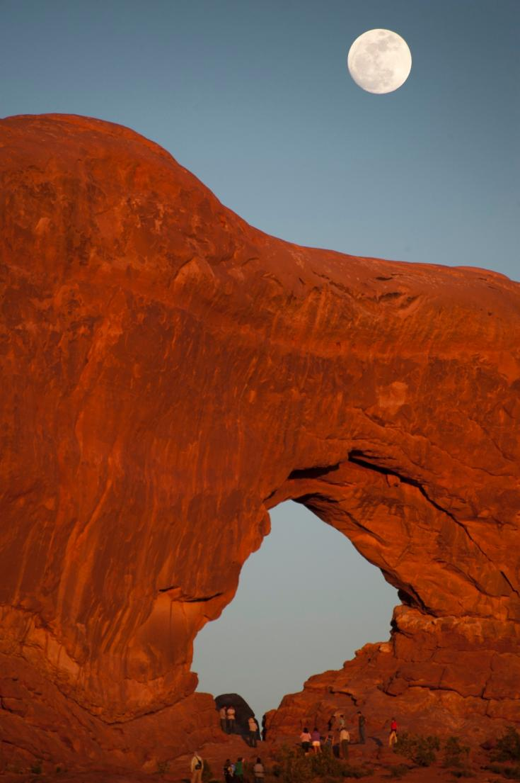 moonrise at arches national park