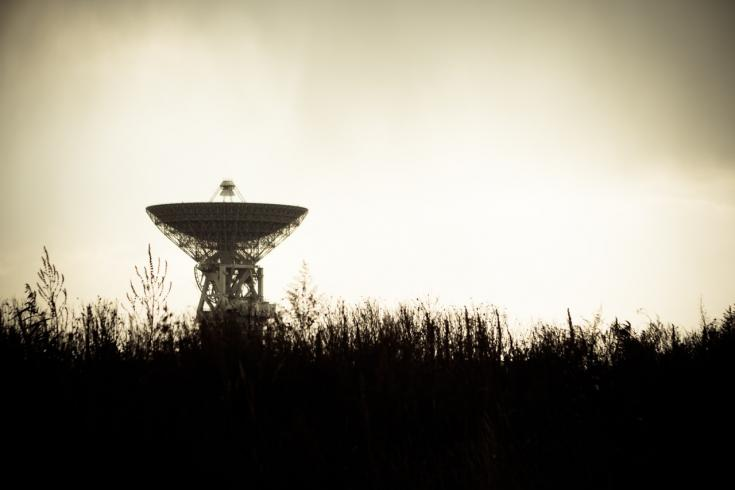 radio telescopes scan the skies for signs of intelligent life